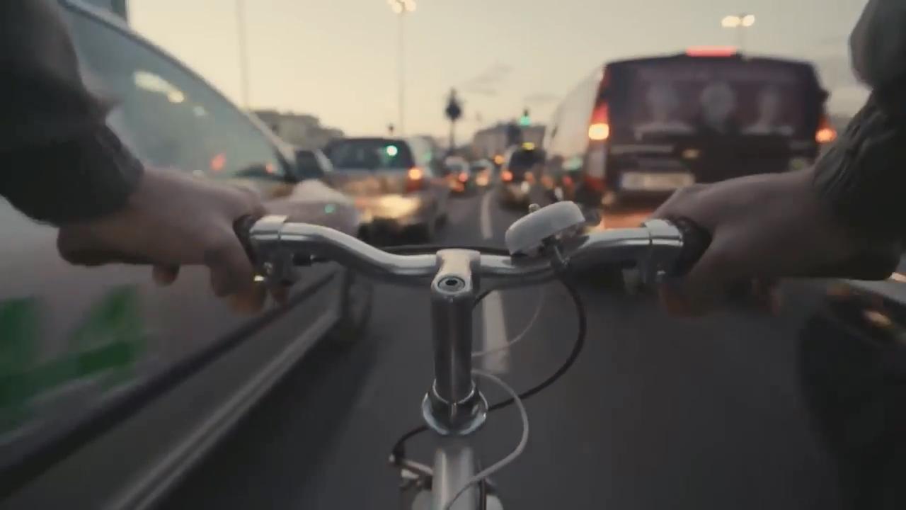 Arabaların bisikletleri daha kolay fark edebilmesi için radyo frekansını değiştiren akıllı zil