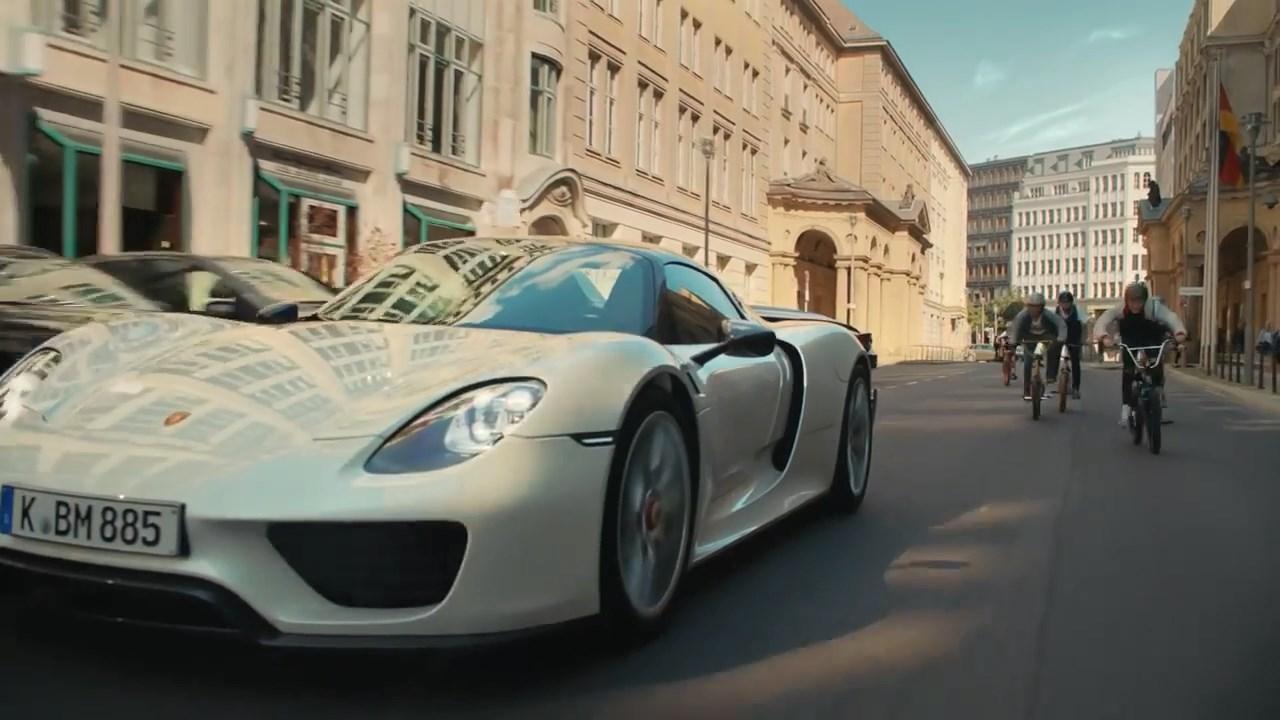 Volkswagen çocukların araba hayallerinde Ferrari'nin yerini alamayacağının farkında
