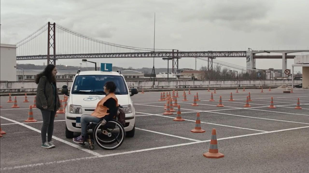 Sürücü adaylarına ilk dersi trafik kazası geçiren engelliler veriyor