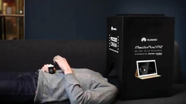Huawei'den yeni tabletinin tanıtımı için tasarlanmış tek kişilik sinema salonu