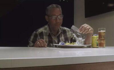 Müşterilerine balık yerine plastik çöp servis eden restoran