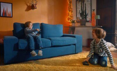 Ekranlardan gözlerini ayırmayan çocukları fiziksel aktiviteye zorlayan kanepe